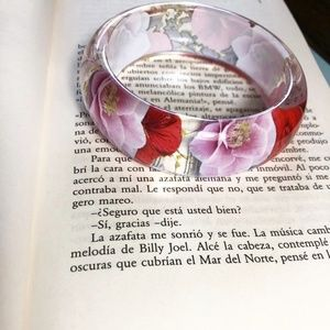 NEW 3 /35 ACRYLIC OVER SIZED CLEAR BANGLE